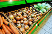 Onions at the store — Stok fotoğraf
