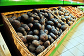 Potatoes in the store — 图库照片