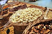 Różne orzechy (pekan, pistacje, migdałów, orzechowe, orzechy nerkowca, sosna nu — Zdjęcie stockowe