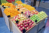 Supermarket fruit section — Stock Photo