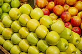 Ripe apples in the supermarket — Foto Stock