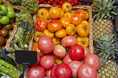 Yellow and red tomatoes in the supermarket Beefsteak with artichokes — Stok fotoğraf