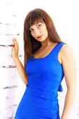 Dívka v modrých šatech — Stock fotografie