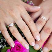 El ve düğün buketi halkaları — Stok fotoğraf