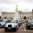 London Taxis and Buckingham Palace — Stock Photo #14907749