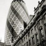 rascacielos Londres, 30 st mary axe también llaman pepinillo — Foto de Stock