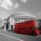 London Routemaster Bus passing by Royal Albert Hall — Stock Photo