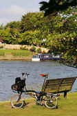 Single Folding bicycle near Thames River — Stock Photo