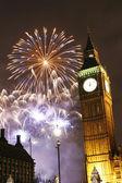 2013, fyrverkerier över big ben vid midnatt — Stockfoto