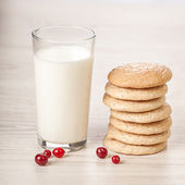 Fresh milk with cookies breakfast — Stock Photo