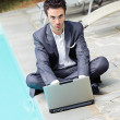 Young Businessman with Computer next to Swimming Pool — Foto de Stock