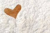 Hjärta form från mjöl — Stockfoto