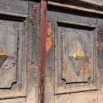campanas de puerta antigua y dañado — Foto de Stock