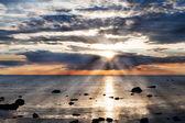 Moře a rock na západ slunce — Stock fotografie