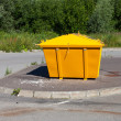 Urban trash container — Stockfoto