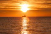 Sail ship silhouette at sea and sun — Stock Photo
