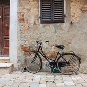 Italian old-style bicycles — Stock Photo