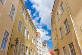 Ruas estreitas da cidade velha da cidade de tallinn — Fotografia Stock