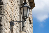 Lantern on the old wall in San Marino — Stock Photo