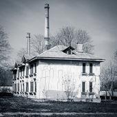 Verlassenen Haus - schwarz / weiß — Stockfoto