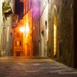 Mysterious narrow alley with lanterns — Stock Photo