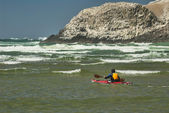 Kayaker in Surf at Cannon Beach Oregon — Stock Photo
