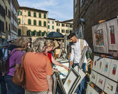 Painter selling art on the street in Florence — Foto de Stock