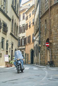 Commuters on Narrow Streets of Florence Italy — Stock Photo