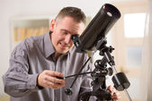 Man looking through telescope — Stock Photo