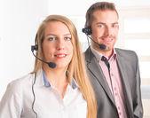 Felice centralinisti di call center — Foto Stock