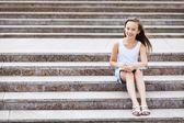 在楼梯上的女孩 — 图库照片