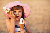 Girl eats ice cream — Stock Photo