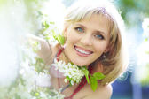 Outdoor portrait of a beautiful woman — Stock Photo