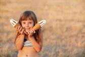 Girl eats ice cream — Stock Photo