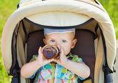 ベビーカーで赤ちゃん — ストック写真