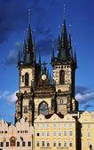 Tyn Katedrali Prag zirvesinde — Stok fotoğraf