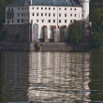 Orlik Castle mirroring in Vltava river — Stock Photo
