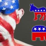 лицо человека флаг США, глаза закрыты, Республиканской и демократ символ — Стоковое фото