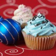 Two cupcakes with christmas balls 2 — Stock Photo