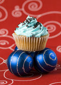 One blue cupcake and two christmas balls 2 — Stock Photo