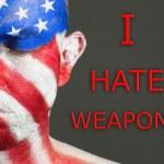 человек лица флаг США, я ненавижу оружие, глаза закрыты — Стоковое фото