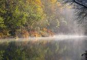 Mistige rivier — Stockfoto