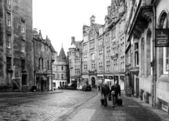 EDINBURGH, SCOTLAND-JANUARY 20: Black and white urban scene in E — Stock Photo