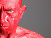 Visage homme drapeau turquie, expression grave — Photo