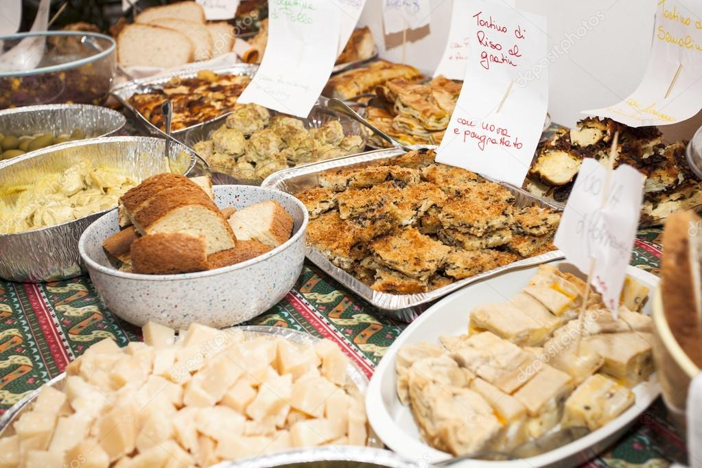Comida para una fiesta en casa foto de stock - Comidas para cumpleanos en casa ...