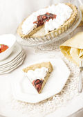 Vegan tart with strawberries and chocolate — Stock Photo