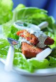 Ekmekli balık sosu ile — Stok fotoğraf