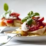 Italian pasta with tomato sauce and mushrooms — Stock Photo #18843809