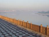 Sunrise on the edge of the Yamuna river. — Stock Photo