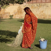 Portrait of an Indian sweeper. — Stock Photo